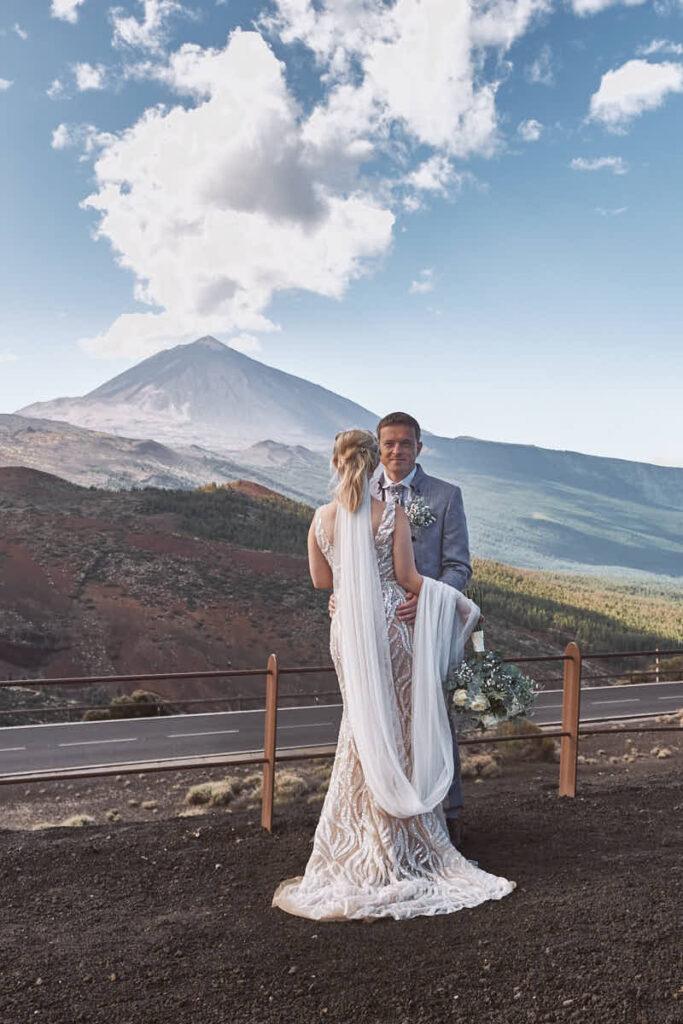 Die 2 Ela und Chris Deutscher Fotograf Teneriffa fotografieren ein Afterwedding shooting auf dem Teide auf Teneriffa