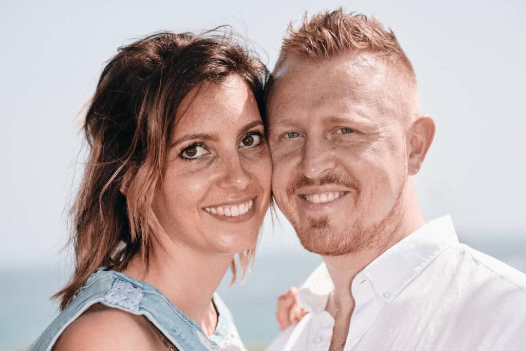 Elternpaar läßt die Emotionen des Urlaubs mit der Familie von Ela und Chris im Bild festhalten